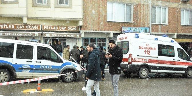 Başına 7 mermi isabet alan adam olay yerinde hayatını kaybetti