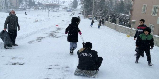 Midyat polisi, çocukların eğlencesine ortak oldu