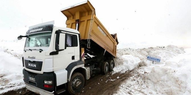 26 yılın en ağır kışı yaşandı, 11 bin kamyon kar taşındı