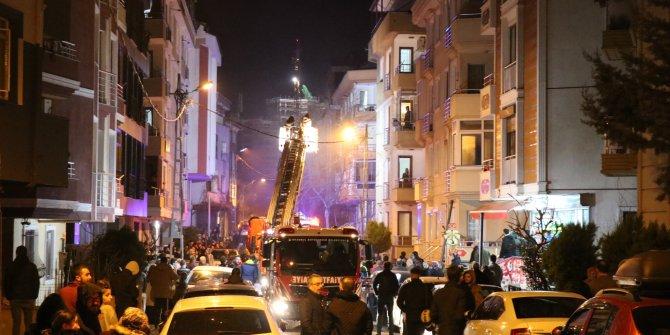 Elektrikli battaniyeden çıkan yangın mahalleliyi sokağa döktü