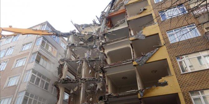 Bahçelievler'de riskli binaların yıkımı devam ediyor