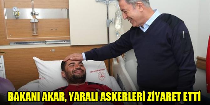 Bakanı Akar, yaralı askerleri ziyaret etti