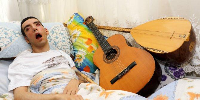 Dereceyle üniversiteye giren Halil'i, hastalığı yatağa mahkum etti