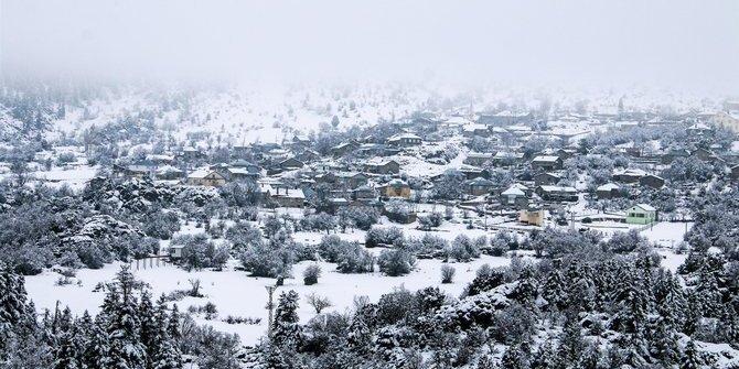 Seydişehir'de kar yağışı sonrası, güzel görüntüler oluştu