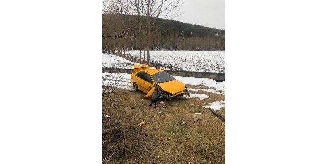 Kayganlaşan yolda duramayan araç şarampole uçtu