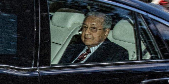 """Malezya Kralı, Mahathir Muhammed'i """"geçici başbakan"""" olarak görevlendirdi"""