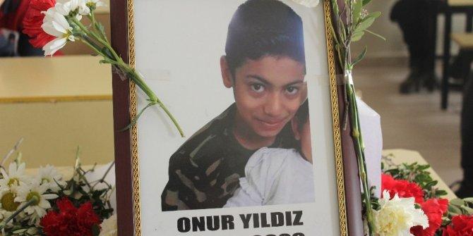 Depremde yaşamını yitiren Onur'a yazılan şiir herkesi ağlattı