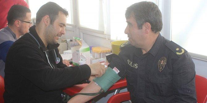 Karapınar'da polislerden kan bağışına destek