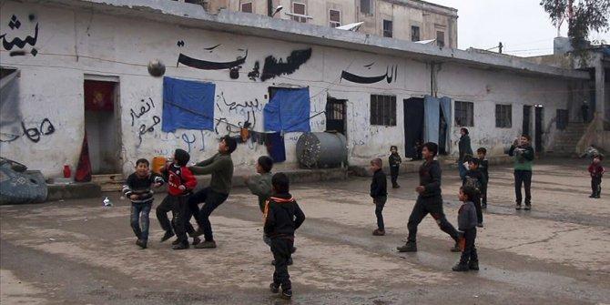 """Bombalardan kaçan İdlibli aileler, çareyi """"hapishaneye girmekte"""" buldu"""