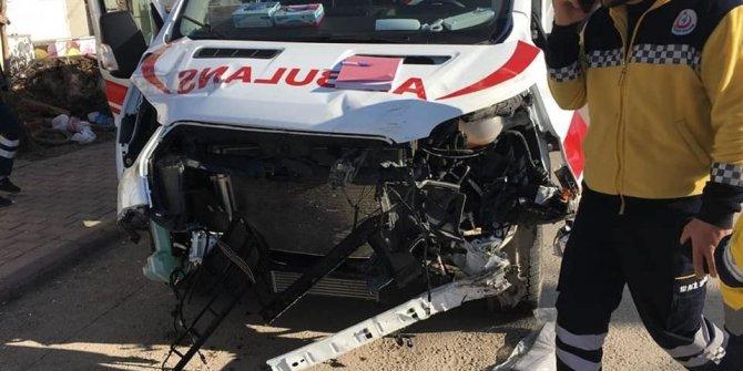 Konya'da ambulans tırla çarpıştı: 3 yaralı