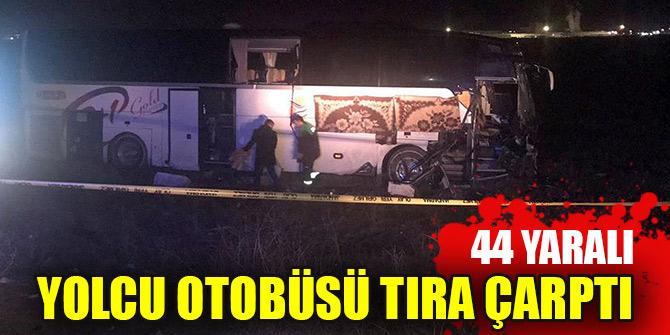 Aksaray'da yolcu otobüsünün tıra çarpması sonucu 44 kişi yaralandı