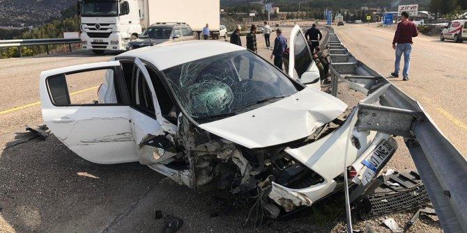 Konya'da otomobilin tıra çarpması sonucu 5 kişi yaralandı