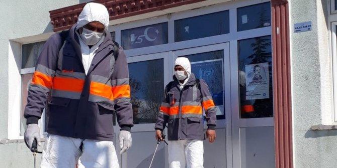 Yunak'ta korona virüsüne karşı ilaçlama çalışmaları devam ediyor
