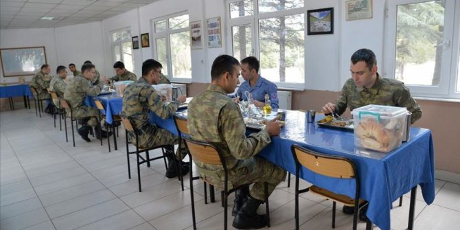 """MSB: Kışla yemekhanelerine """"aralıklı oturma"""" düzeni getirildi"""