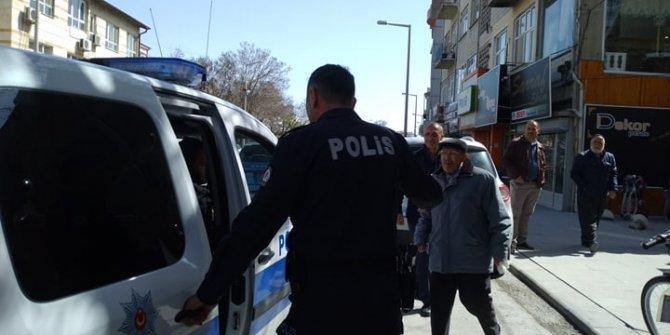 Konya'da yaşlı adamı hastaneye polis götürdü