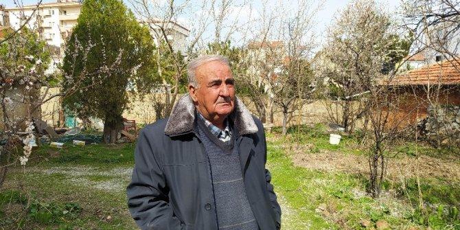 Polisin ihtiyaçlarını karşıladığı yaşlı adam gözyaşlarına hakim olamadı