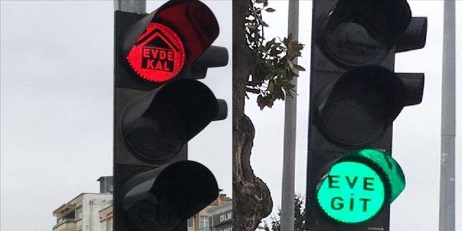 """Trafik ışıklarıyla """"evde kal"""" çağrısı"""
