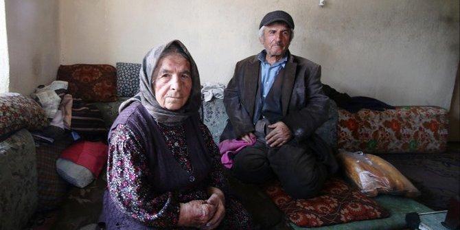 93 yaşındaki anne, 69 yaşındaki engelli oğluna gözü gibi bakıyor
