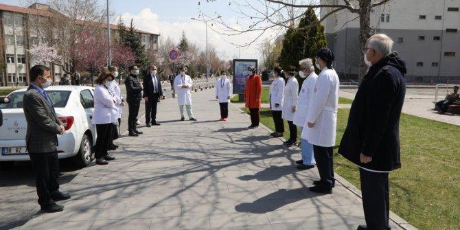 Kayseri'de sağlık çalışanlarından Prof. Dr. Taşcıoğlu için saygı duruşu