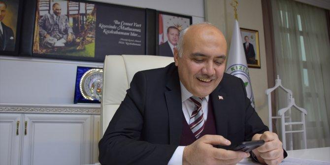 Başkan Acar, 65 yaş üstü vatandaşlarla telefonda görüşüyor