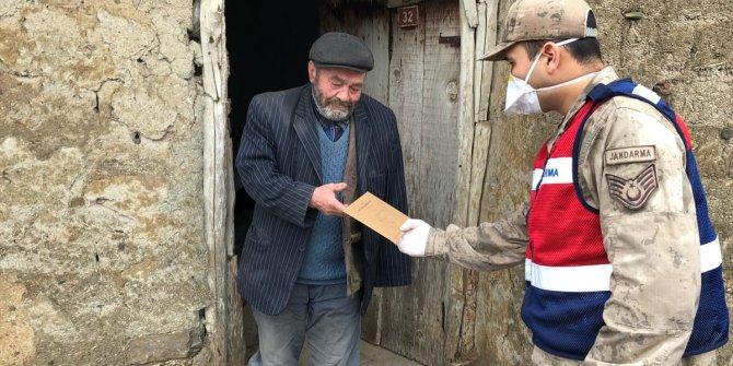 Ulaş ilçesinde ihtiyaç sahiplerine nakdi destek ödemesi evlerinde yapılmaya başlandı