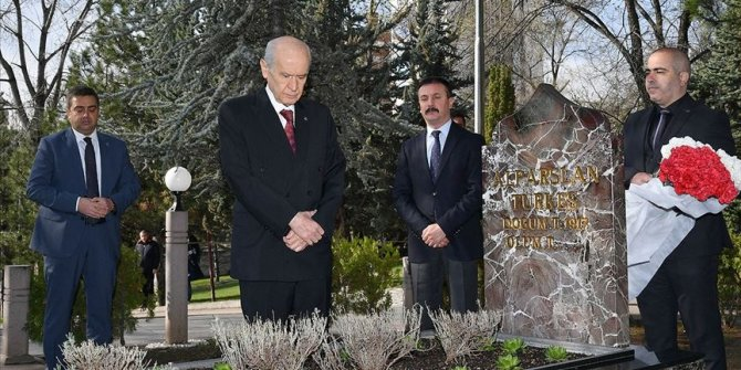 Bahçeli, Alparslan Türkeş'in anıt mezarını ziyaret etti