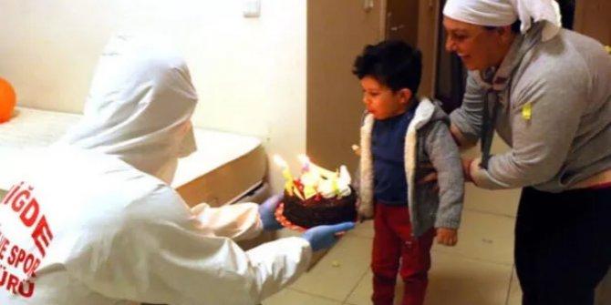 Karantinadaki Mehmet'e 4 yaş sürprizi