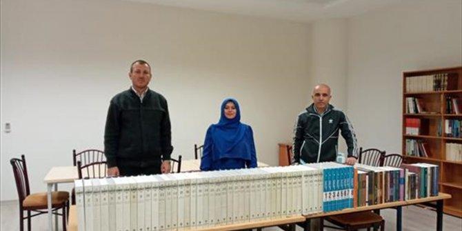Kırşehir Müftülüğünden KAEÜ İslami İlimler Fakültesine kitap bağışı