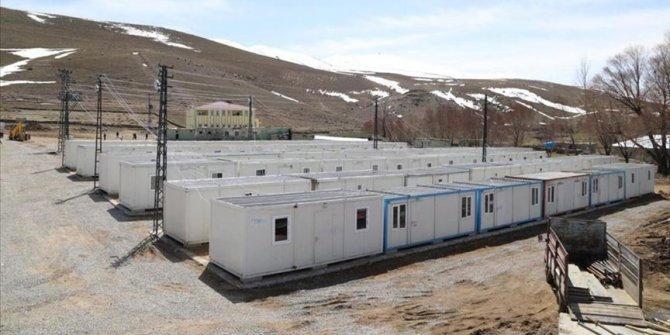 Van'da depremzedelerin barınması için konteynerlerin kurulumu sürüyor
