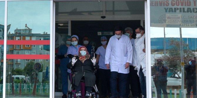 Koronavirüsü yenen kadın: Üzüntülüyüm, çift geldim tek gidiyorum