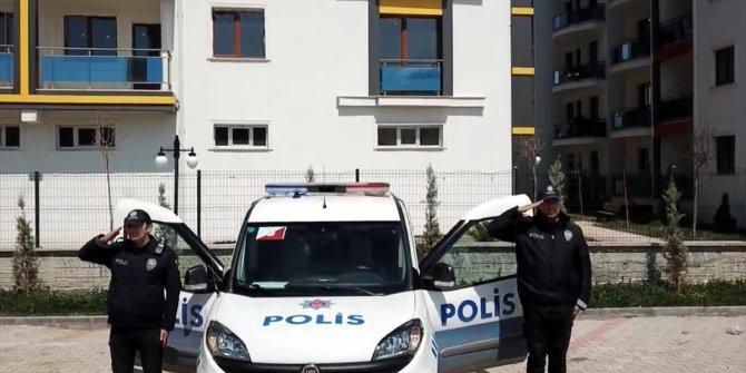 "Polisten ""evde kal, selam dur"" klibi"
