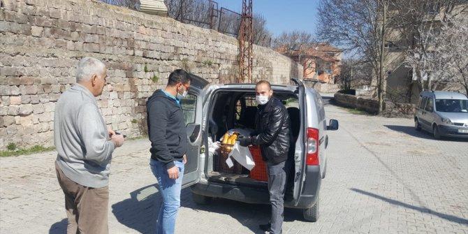 Bünyan Belediyesi sokak sokak ekmek dağıtıyor