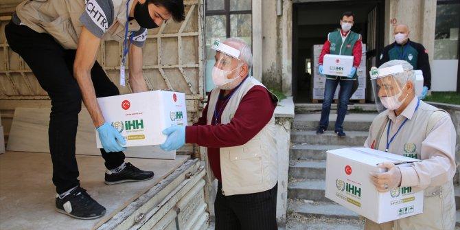 İHH gönüllüleri Nevşehir'de gıda ve hijyen paketi dağıtıyor