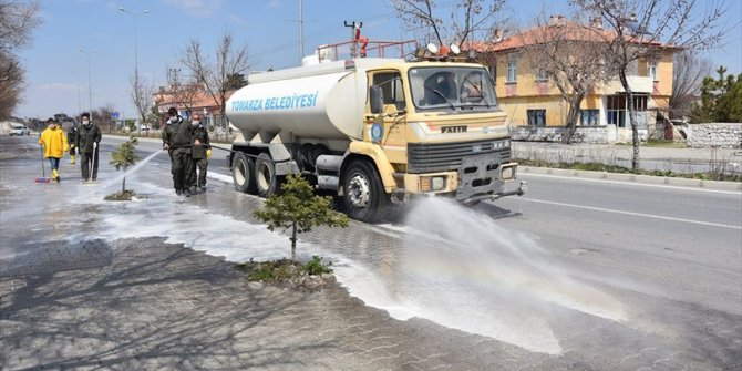 Tomarza Belediyesi cadde ve sokakları dezenfekte etti