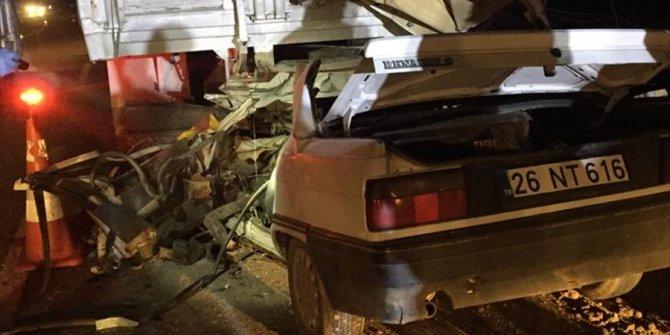 Eskişehir'de otomobille kamyon çarpıştı: 1 ölü