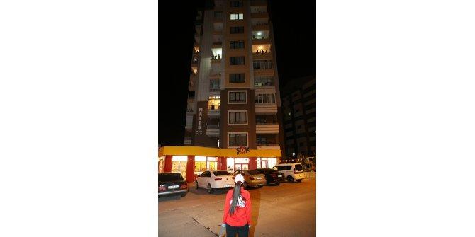 Kayseri'de Spor AŞ personeli karantinaya alınan bina sakinlerine moral oldu