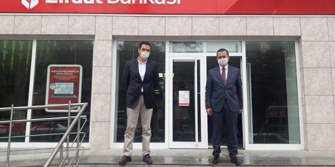 Kaymakam Aksoy ile Belediye Başkanı Acar, bir maaşlarını kampanyaya bağışladı