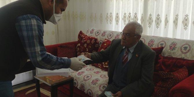 Şehit babası maaşının bir kısmını Milli Dayanışma Kampanyası'na bağışladı