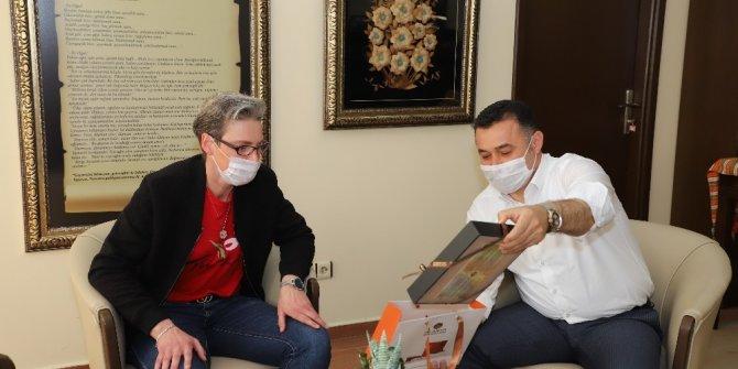 Paylaştıkları Korona virüs mücadelesi görüntüleriyle ses getiren Fransızlar Belediye Başkanıyla buluştu