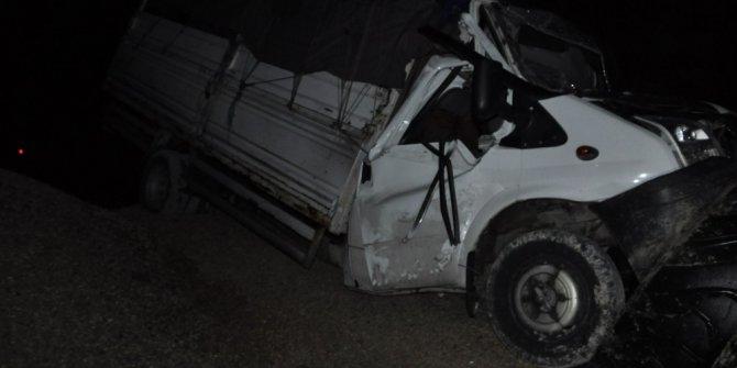 Freni tutmayan kamyonet kaçış rampasına girdi: 2 yaralı
