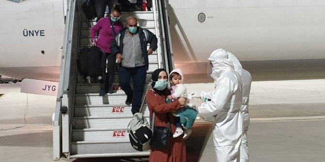 Nijerya ve Gana'dan 133 Türk vatandaşı İzmir'e getirildi