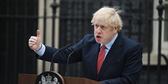 """İngiltere Başbakanı Johnson, ailelerden """"çocuklarını okula göndermelerini"""" istedi"""