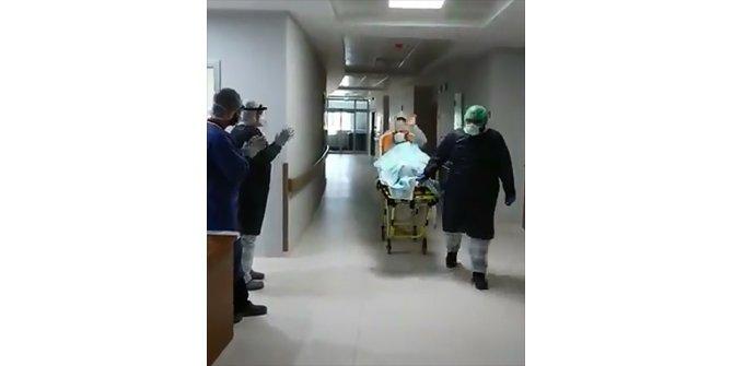 Sivas'ta koronavirüsü yenen 111'inci hasta alkışlarla taburcu edildi