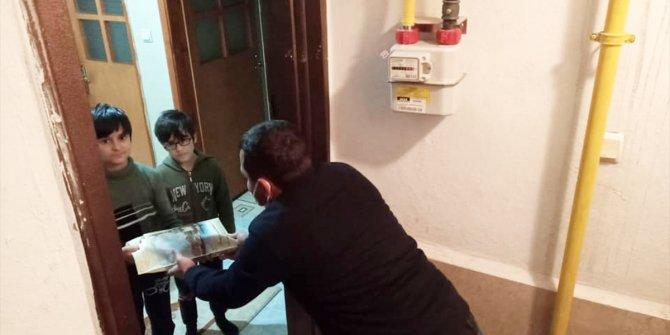 AK Parti Zara Gençlik Kolları Kur'an-ı Kerim, Türk bayrağı ve maske dağıttı