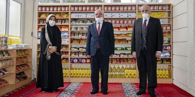 """Konya'daki iki caminin ayakkabılıkları """"hayır reyonu""""na dönüştürüldü"""