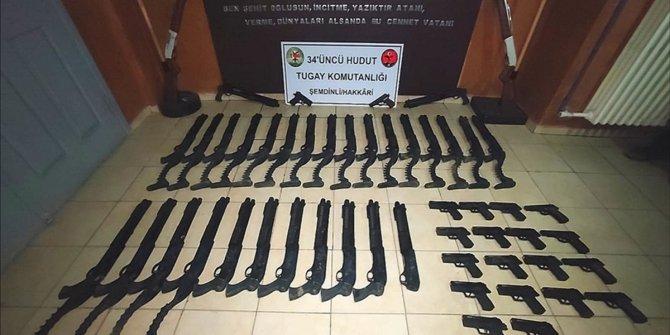 Hakkari hududu ile Barış Pınarı bölgesinde çok sayıda silah ve mühimmat ele geçirildi