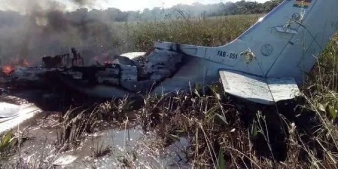 Bolivya'da askeri uçak düştü: 6 ölü