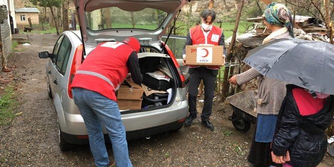 Zara'da Kızılay'dan ihtiyaç sahiplerine yardım