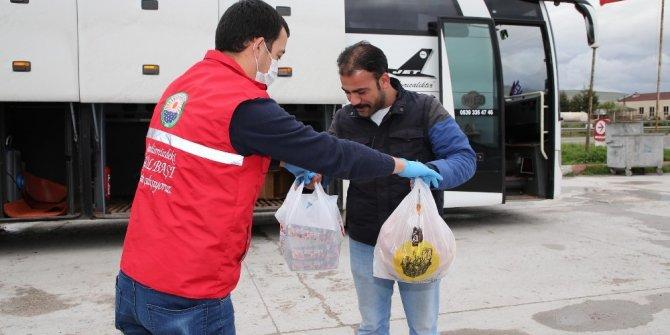 Hatay'a giderken yolda kalan otobüs şoförünün yardımına belediye koştu