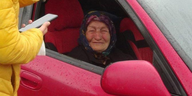 Otomobilde yaşayan 82 yaşındaki engelli kadın ile oğluna yardım eli